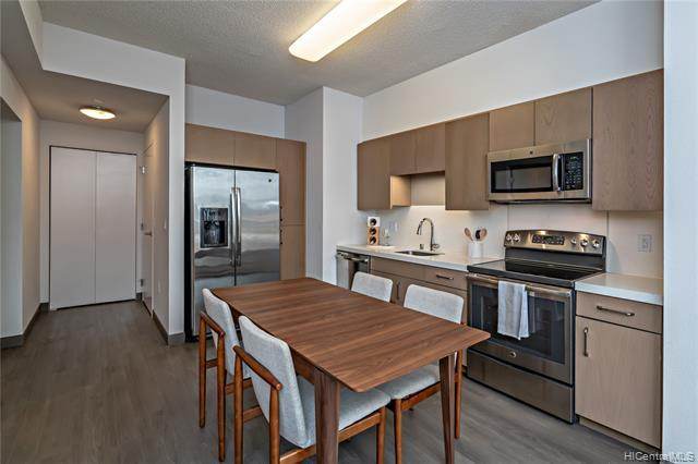 Uniquely designed ground floor FLEX UNIT! 3 bedrooms & 2 bath w/ and outdoor lanai and 936 SF of yar