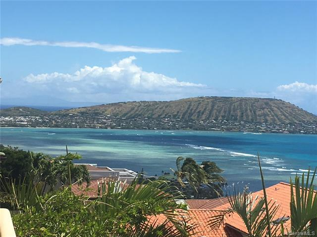 This beautiful family home offers spectacular panoramic ocean views from Port Lock to Diamond Head.