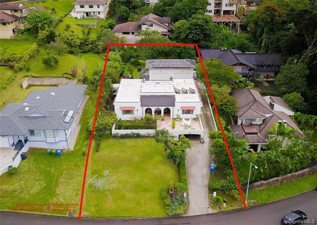 Over 18,000 sq. ft. of lush land in Nuuanu is a rare treasure.
