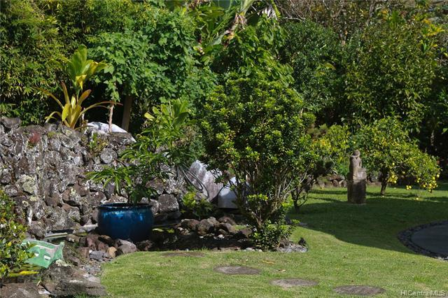 Magical lush grounds feature a wide variety of mature fruit trees: citruses, lychee, breadfruit, papayas... coffee and cocoa.... and organic gardening beds are perfect for growing your own herbs.  Please see Supplement for a complete list of fruit tr