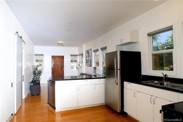 Another look of the open spacious kitchen w. hardwood floors towards the living room and main entrance.