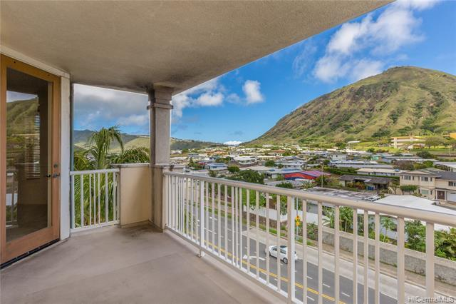 Priced below 2019 assessment! Great opportunity to live in this Penthouse unit with mountain views i