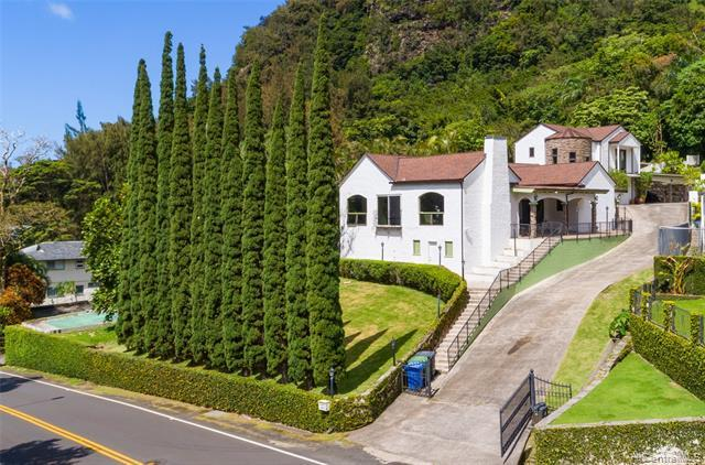 Your own private tropical retreat moments from the convenience of town! A classic home with modern updates, this large 4 bedroom, 3 bath home features high ceilings, granite countertops, and a fireplace. An additional guest bedroom and bath is separated from the main house with its own entry. Looking for room to expand? With over 30,000sf of mostly R-10 zoned land, there's plenty of room for more!   Virtual tour is linked above as the 5th icon under the pictures.