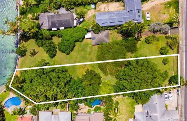 PRIME OCEANFRONT LOT!!  Spectacular ocean, Diamond Head, and mountain views await you from this premium 15,983 sq ft oceanfront CPR lot in the highly desirable Niu Beach neighborhood!  The perfect opportunity to build your dream oceanfront estate!   Rock walls and a gated entry offer extra privacy.  CPR approval in progress.  Sale includes an easement over an additional 1,800 sq feet of land until 2067.  Priced to sell at $2,050,000.  This property can also be purchased as part of a larger over 31,000 sq ft property, see MLS 202009025