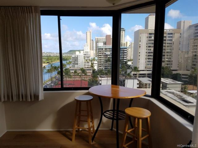 Corner unit with Sunrise/canal/park/ocean/Sunset view.   Cose to Waikik and Ala Moana.