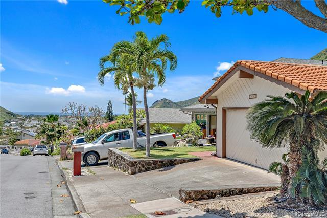 Showing one weekend only. Perfect starter home to refresh to your heart's content and Make your Drea