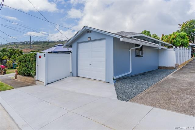 NEW LISTING!! Don't miss this tastefully upgraded and well maintained 2 bdrm/1 bath single level home plus a large BONUS ROOM in Palolo. Super convenient location near restaurants, shopping, Kahala Mall and easy access to the freeway. Features include an open floor plan with renovated kitchen and a fully gated yard. Don't miss this fantastic opportunity.