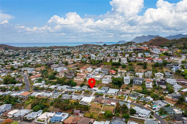 Prime location just minutes from Kailua town and world famous beaches!