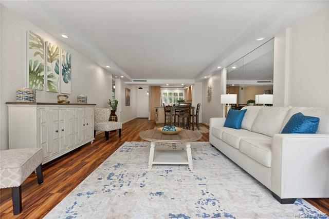 Beautiful ground floor 2B/2B/2P unit at the Esplanade in Hawaii Kai. This home has been beautifully