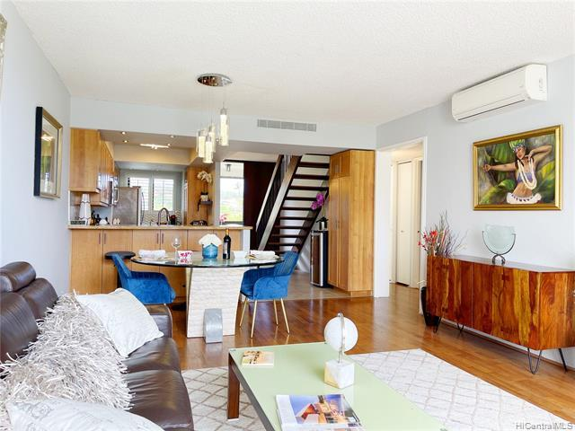 RARELY AVAILABLE ESPLANADE PENTHOUSE UNIT! Enjoy resort like living in the beautiful Esplanade compl