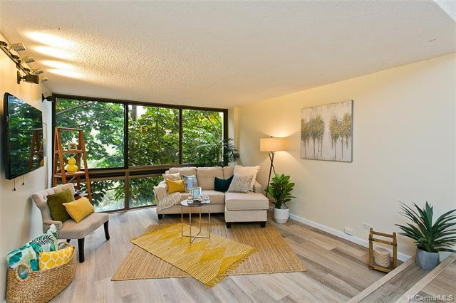 ***OPEN HOUSE 9/19 2-5PM***Work remotely from this beautiful, treetop oasis. This 1 bedroom, 1 bath,