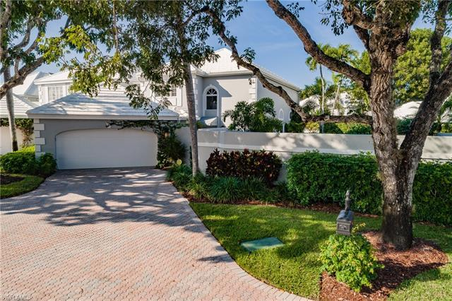 This spacious, beautiful light filled villa sits in the highly desired community of Pelican Bay.  Th