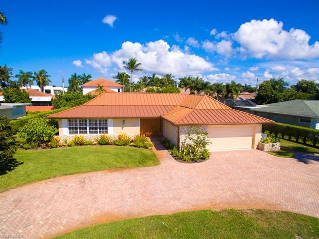 H.15085  Centrally located Moorings home in a desirable FEMA X-Zone location, in pristine condition
