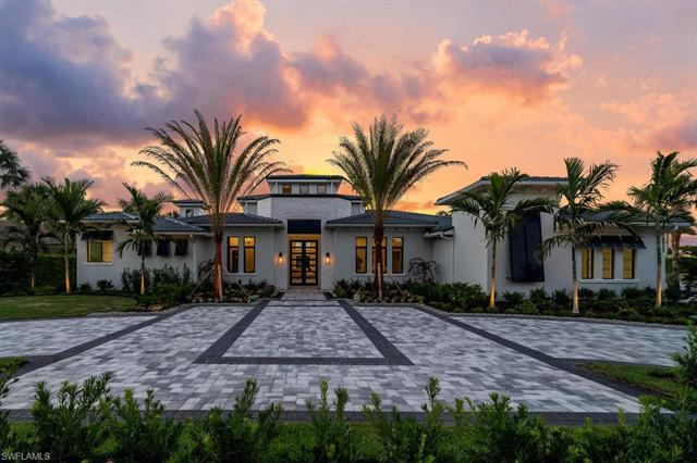 This newly rebuilt 2020 custom estate was designed by Clive Daniel and is situated on an oversized l