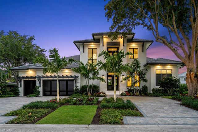 Situated on quiet Parkview Lane, 626 embodies the ultimate indoor-outdoor Naples lifestyle to provid
