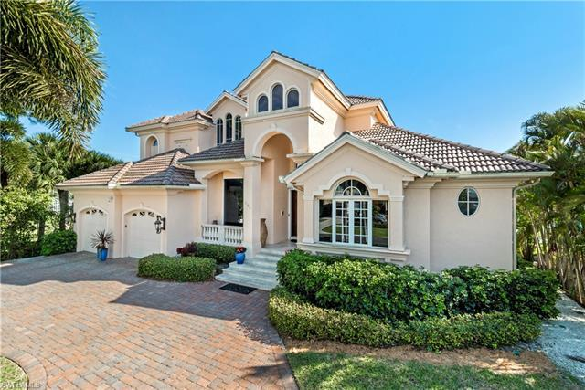 Few homes in Conners have long southern exposure bay views for this price! This move in ready 3+Den