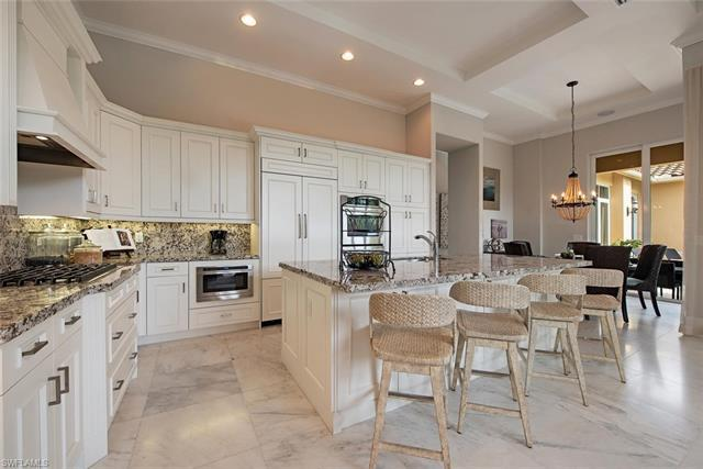H.15571 - Lovely former model w/sophisticated professional interior design & numerous upgrades is pe