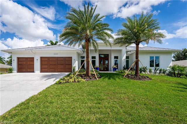 Be the first to live in this grand home in highly desirable Park Shore. Minutes to Olde Naples, Vene