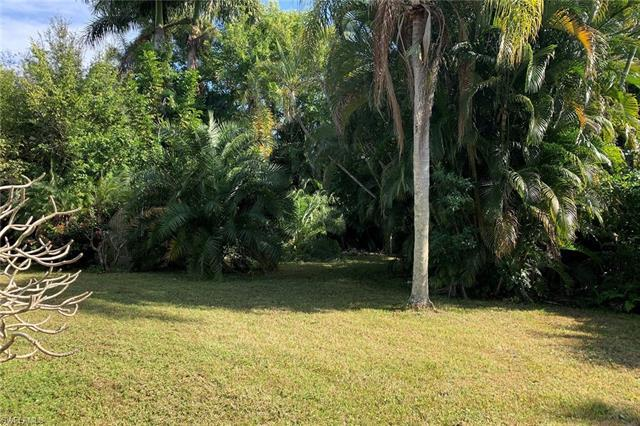 Beautiful Moorings location with private beach park membership eligibility. This property is perfect