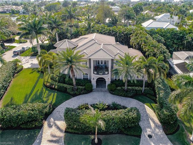 Welcome Home!  Located in one of the Most Sought-After Neighborhoods in Collier County, Park Shore i