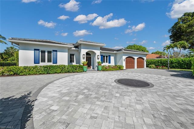 Built in 2014, this bright and open single family home brings the beach and coastal living home.  Fr