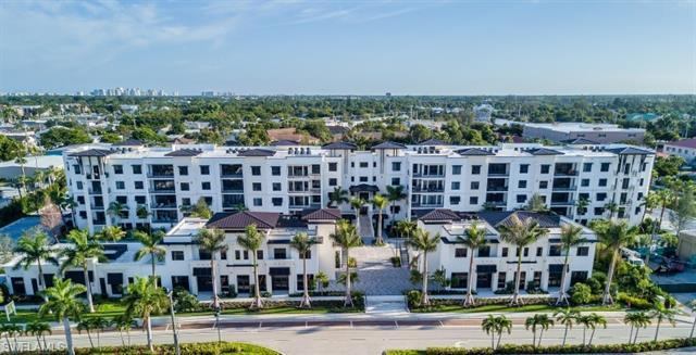 Desirable Coquina Floor Plan. Downtown Old Naples Location within walking distance of 5th Avenue! Th