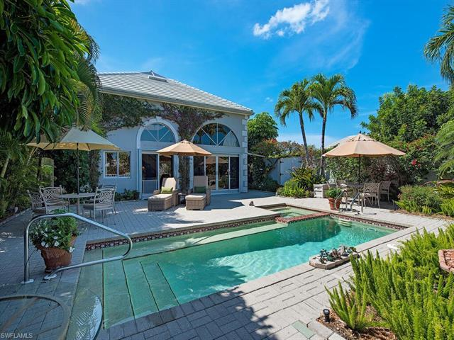 This stunning Villa has 3 bedrooms + den, 3 full baths and almost 2400 square feet under air.  The g