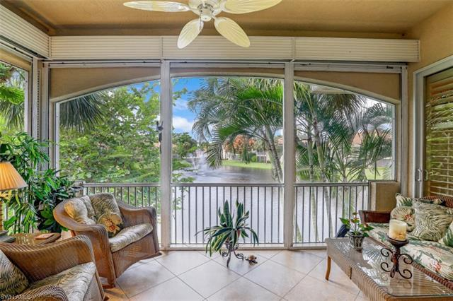 C-    End unit coach home has volume ceilings, plantation shutters with beautiful sparkling lake and