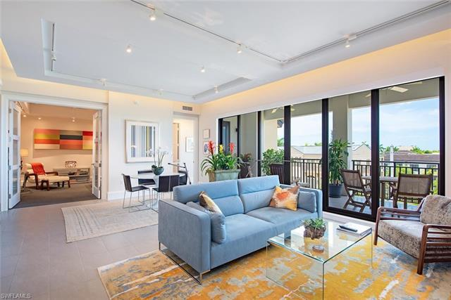 Step into this beautiful, upscale condo in downtown Naples and live the Naples lifestyle you seek ju