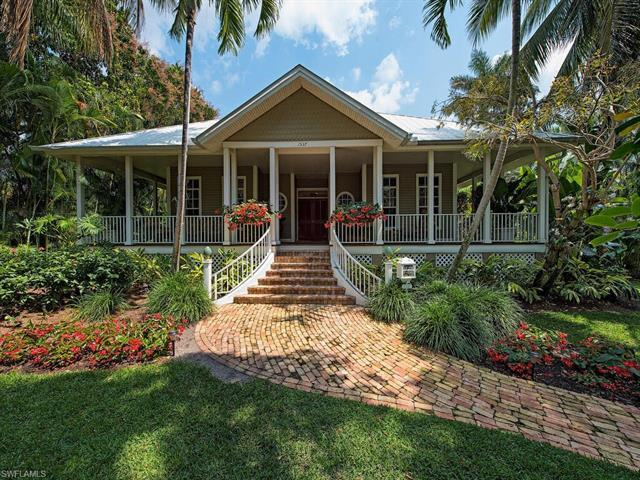 Perfectly positioned in the heart of Old Naples! Located just 1 block to the historic 3rd St. S. sho