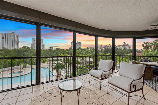 Designer finish end unit with large lanai. Enter through the private elevator foyer into this except