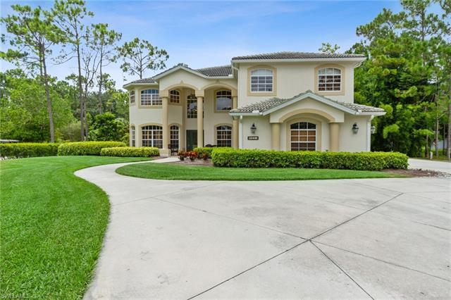 H3083 This home has plenty of space to enjoy.  The features include a bonus room, screened lanai, an