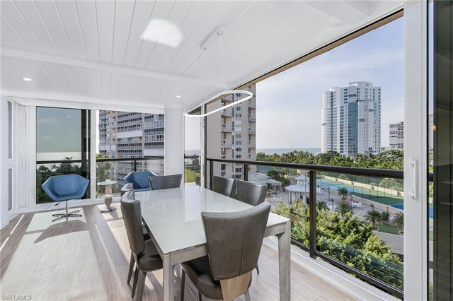 The floor-to-ceiling impact glass surrounds this spectacular 7th-floor end unit offering panoramic v