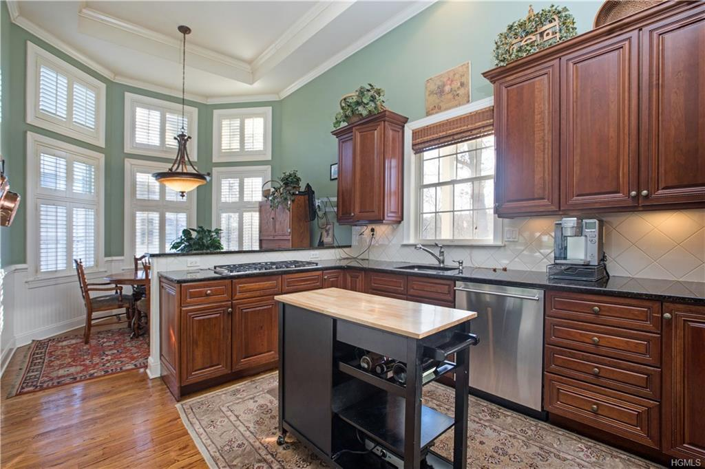 Private, end townhouse overlooking the Hollow Brook Golf Course. The Brooklawn model offers spacious