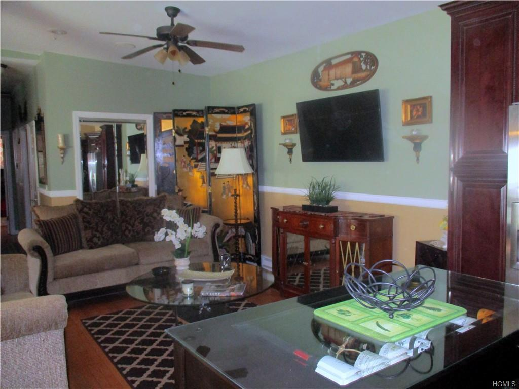 Turn key , come see this wonderful home , great for the big family that enjoys entertaining. The hos