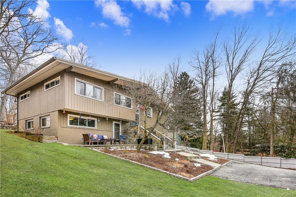 Impeccably maintained raised ranch with a contemporary vibe, open concept living area offers wonderf