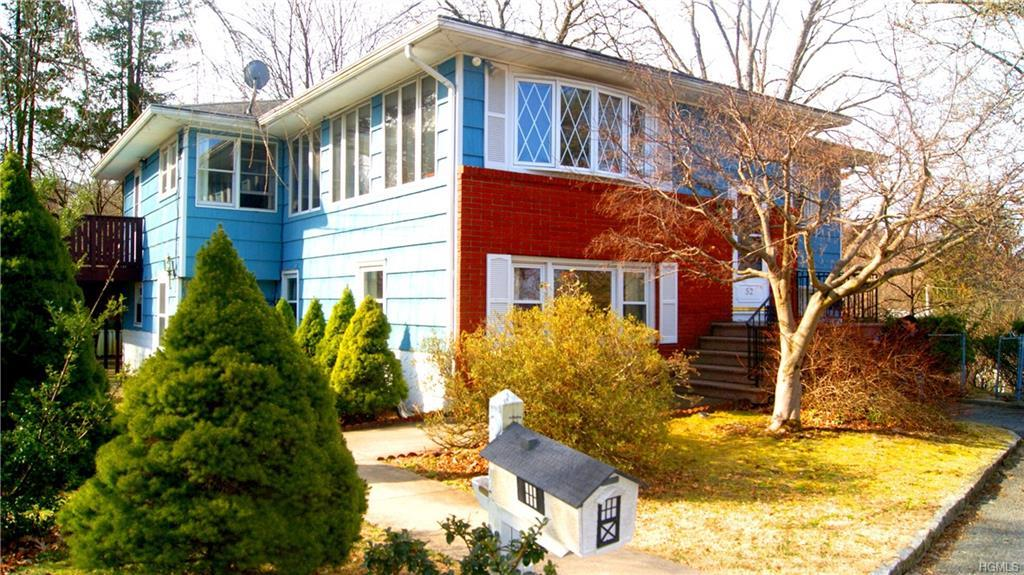 What a wonderful value in Tarrytown PO and Irvington school district! Large and bright living room a