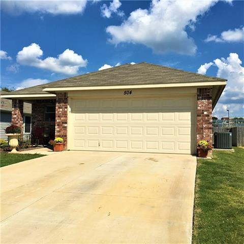 MULTIPLE OFFERS RCEIVED. HIGHEST AND BEST BY 06-13-21 BY 12pm. Well maintained home with an Open floor plan, kitchen is located in the center of the home, with 42inch cabinets. Large master bedroom, and two other nice size bedrooms. A Great home for growing family. THIS PROPERTY WON'T LAST LONG!