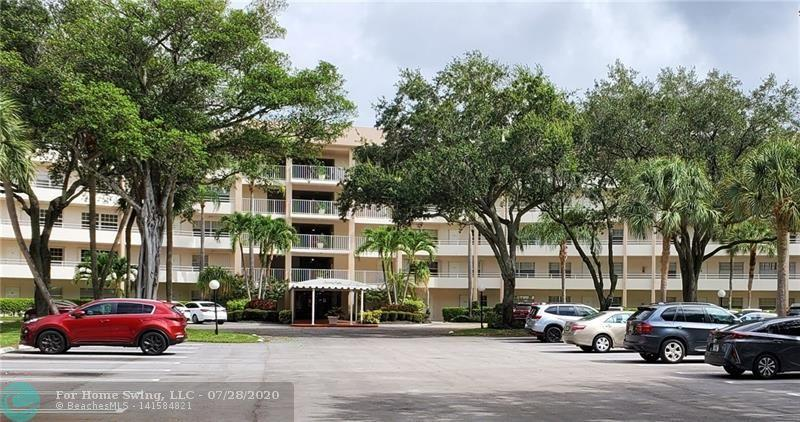 3960 Oaks Clubhouse Dr #205