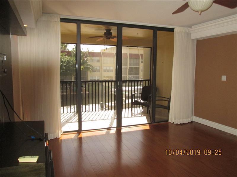 Living room to hugh balcony