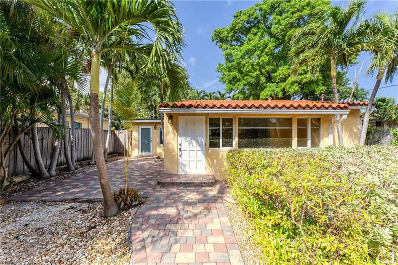 Fenced compound with charming old Florida style cottage.  Large yard with mature trees with front paver patio and back wood deck.  Room for pool, RV, boat trailer, you name it.  Close to downtown Fort Lauderdale.  Stove is gas, windows/doors are impact, on demand water heater, newer appliances.