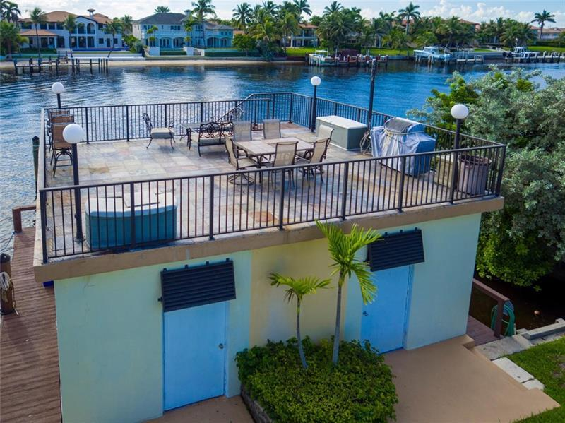 Dockside BBQ Patio Building overlooks the Intracoastal with Storage inside of building for unit owners