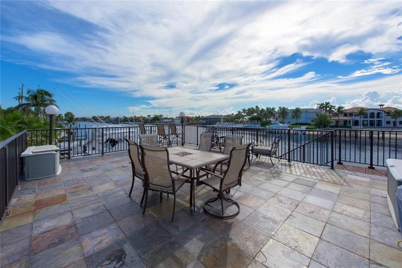 Watch the Boat Parade from this great Deck