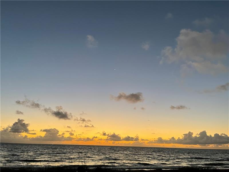 Early morning just before sunrise at 1041 Hillsboro