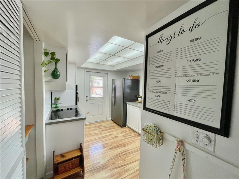Tons of storage space in kitchen