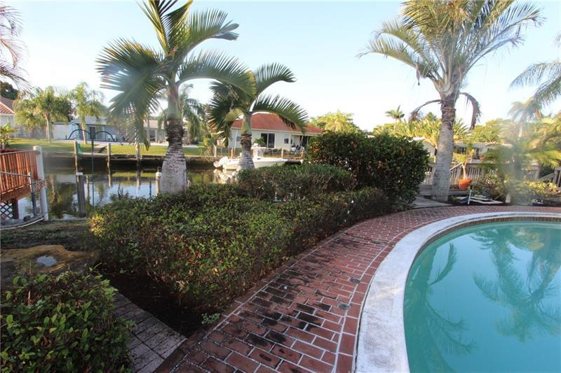 **** BOATERS PARADISE!!****GREAT FAMILY AREA, WATERFRONT, POOL, 3 BEDROOM 2 BATH HOME IN GREAT, FRIENDLY, ACTIVE AREA. CIRCULAR DRIVE, GARAGE, FAMILY ROOM, AND A PATIO. IF YOU ARE LOOKING FOR A HOUSE TO RE-BUILD OR UPDATE TO MAKE IT YOUR OWN THIS IS THE PERFECT HOUSE. DON'T MISS YOUR CHANCE TO MAKE THIS PROPERTY YOUR OWN!!!*****    ******************************************************** *******  ALL OFFERS MUST BE CASH AND MUST BE ACCOMPANIED WITH PROOF OF FUNDS  ********