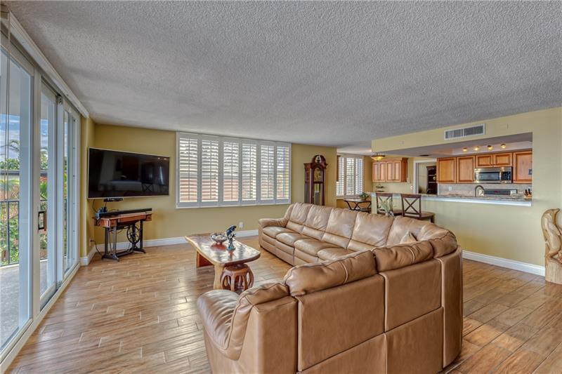 Large living room with breakfast bar at kitchen
