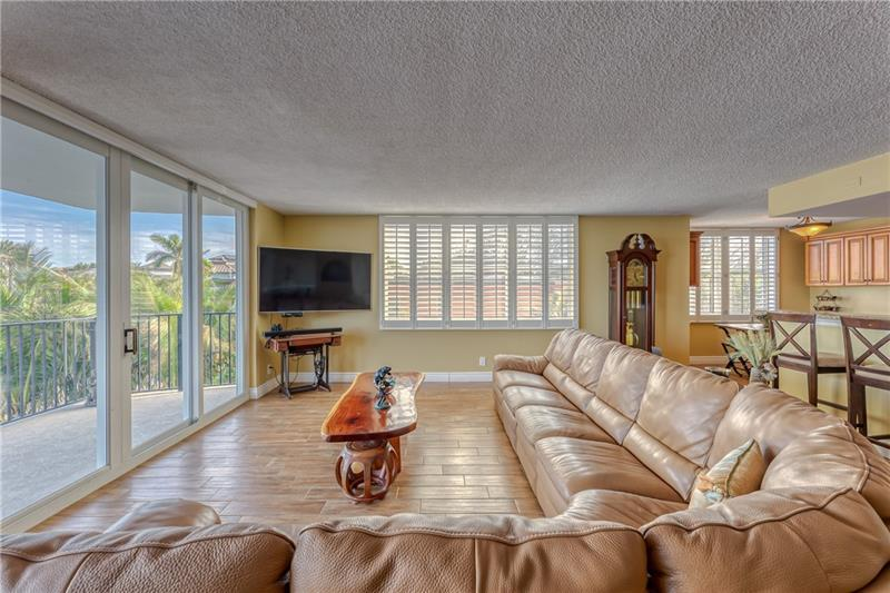 Large living room can hold oversized sectional with tons of space