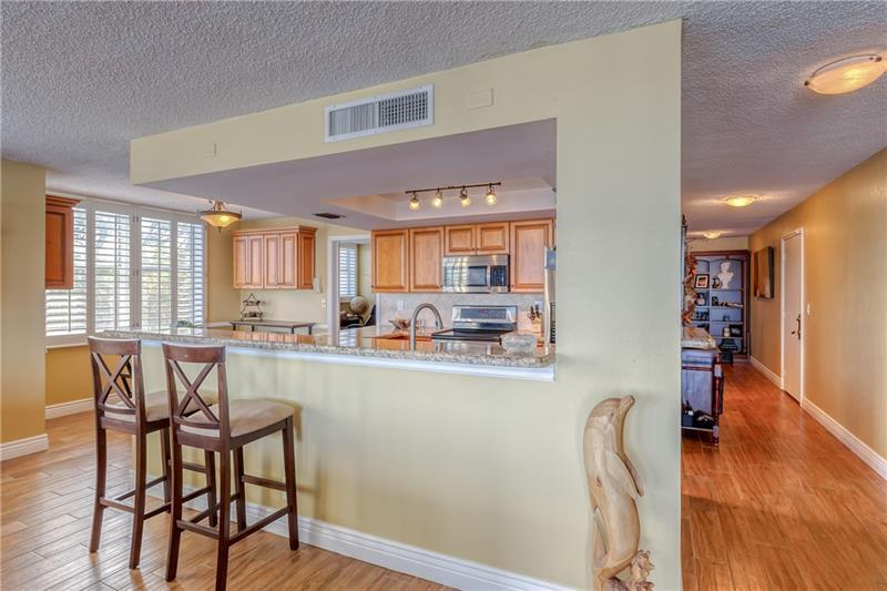 Large breakfast bar separate the living room and kitchen