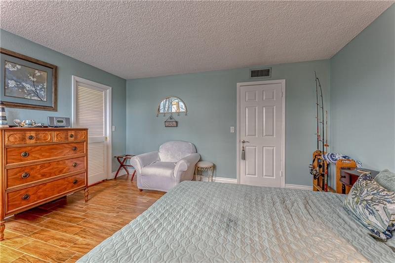 Large bedroom with tons of space